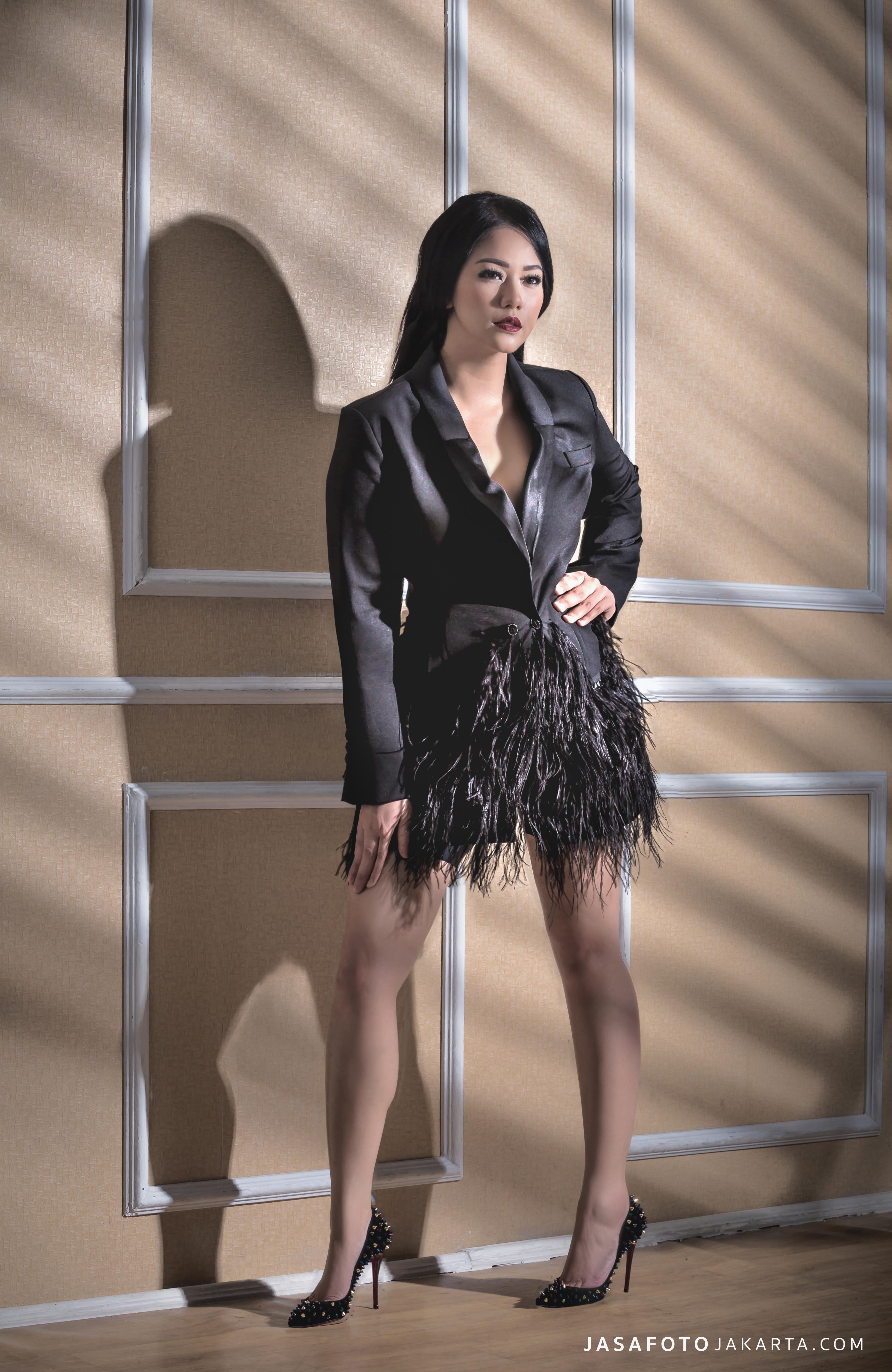 Kostum Fashion in Black